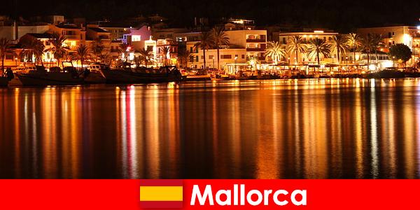 Kehidupan malam di Mallorca dengan wanita cantik dari adegan erotis