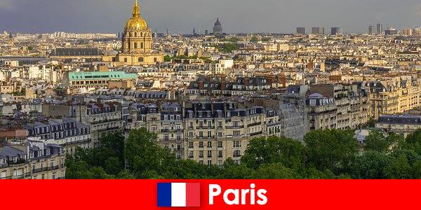 Wisatawan menyukai pusat kota Paris dengan pameran dan galeri seni