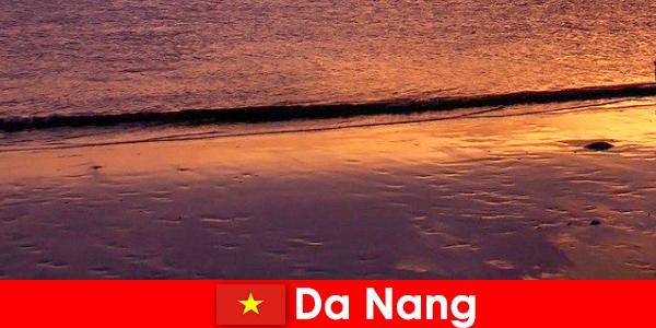 Da Nang adalah kota pesisir di Vietnam tengah dan populer dengan pantai berpasirnya