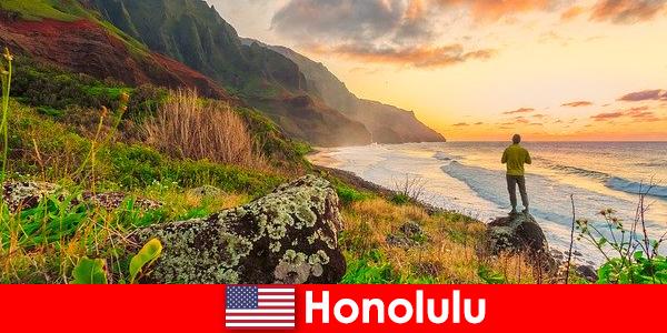 Honolulu dikenal untuk pantai, laut, matahari terbenam untuk kesehatan dan rekreasi liburan