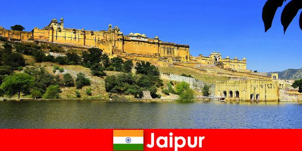 Orang asing di Jaipur menyukai pasir Candi Perkasa