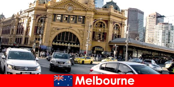 Pasar terbuka terbesar di Melbourne di belahan bumi selatan tempat pertemuan bagi orang asing