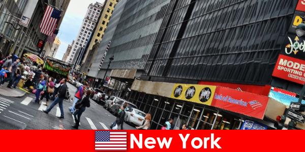 Patung walk-in adalah salah satu atraksi baru New York