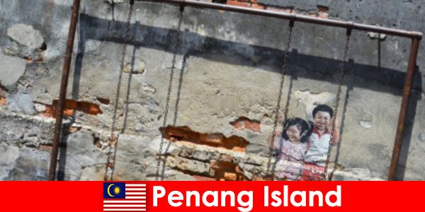 Seni jalanan yang menarik dan beragam di Pulau Penang memukau orang asing