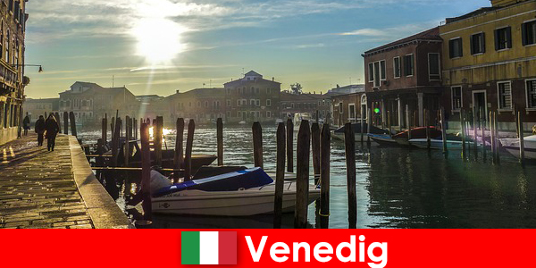 Pengunjung merasakan sejarah Venesia dalam jarak berjalan kaki