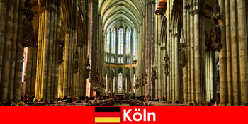 Ziarah untuk orang asing ke tiga raja suci di Katedral Cologne