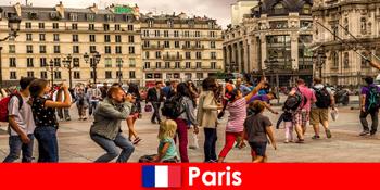 Kebanyakan orang asing datang ke Paris untuk mengenal satu sama lain