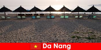 Resor mewah di pantai berpasir yang indah untuk wisatawan di Da Nang Vietnam