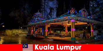 Kuala Lumpur Malaysia memungkinkan wisatawan mendapatkan wawasan mendalam tentang gua batu kapur kuno