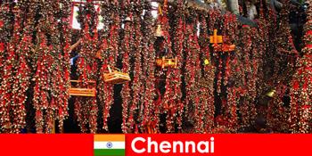 Suara dan tarian asli di kuil menanti orang asing di Chennai India