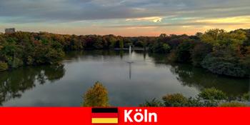 Wisata alam melalui gunung hutan dan danau di taman alam Cologne Jerman