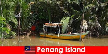 Perjalanan jarak jauh bagi pendaki melalui hutan Penang Island Malaysia
