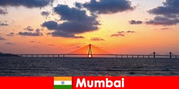 Wisatawan ke Asia bersemangat dengan modernitas dan tradisi di Mumbai India