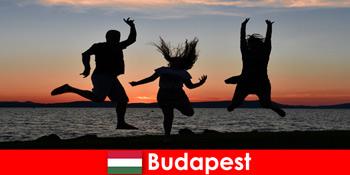 Budapest Hungaria untuk turis pesta muda dengan musik dan minuman murah di bar dan klub