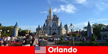 Liburan keluarga bersama anak-anak di taman hiburan Disneyland Orlando Amerika Serikat
