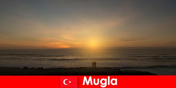 Perjalanan musim panas di Mugla Turki dengan teluk yang indah untuk wisatawan jantung yang jatuh cinta
